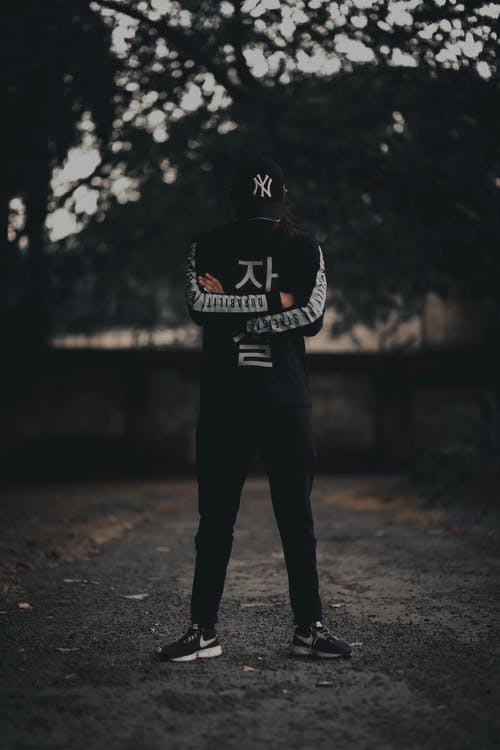 Základová fotografie zdarma na téma černá, kšiltovka, nosit, osoba
