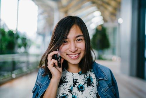 アジアの女性, アジア人の女の子, インドア, カジュアルの無料の写真素材