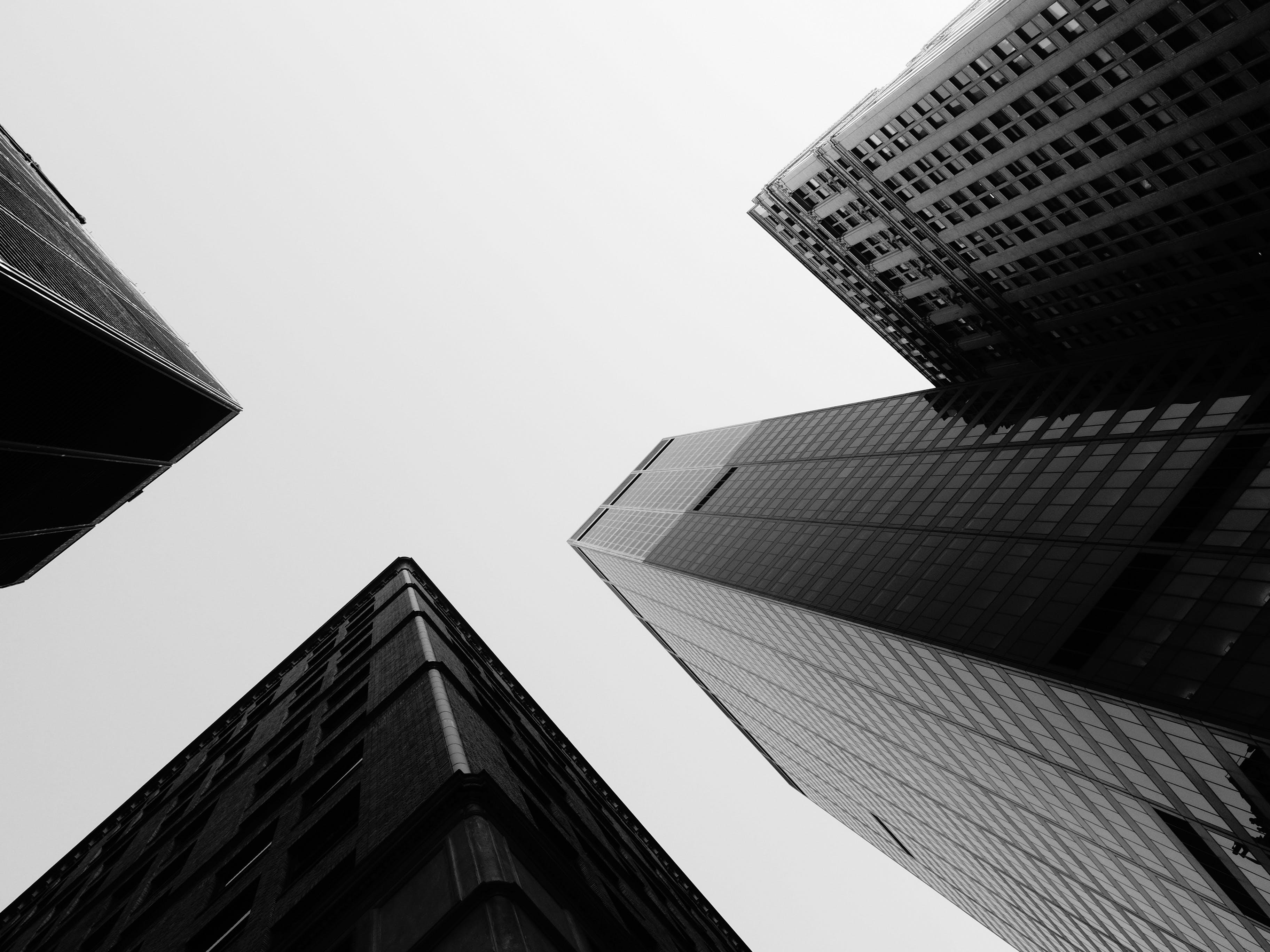 低角度拍攝, 低角度攝影, 單色, 城市 的 免費圖庫相片