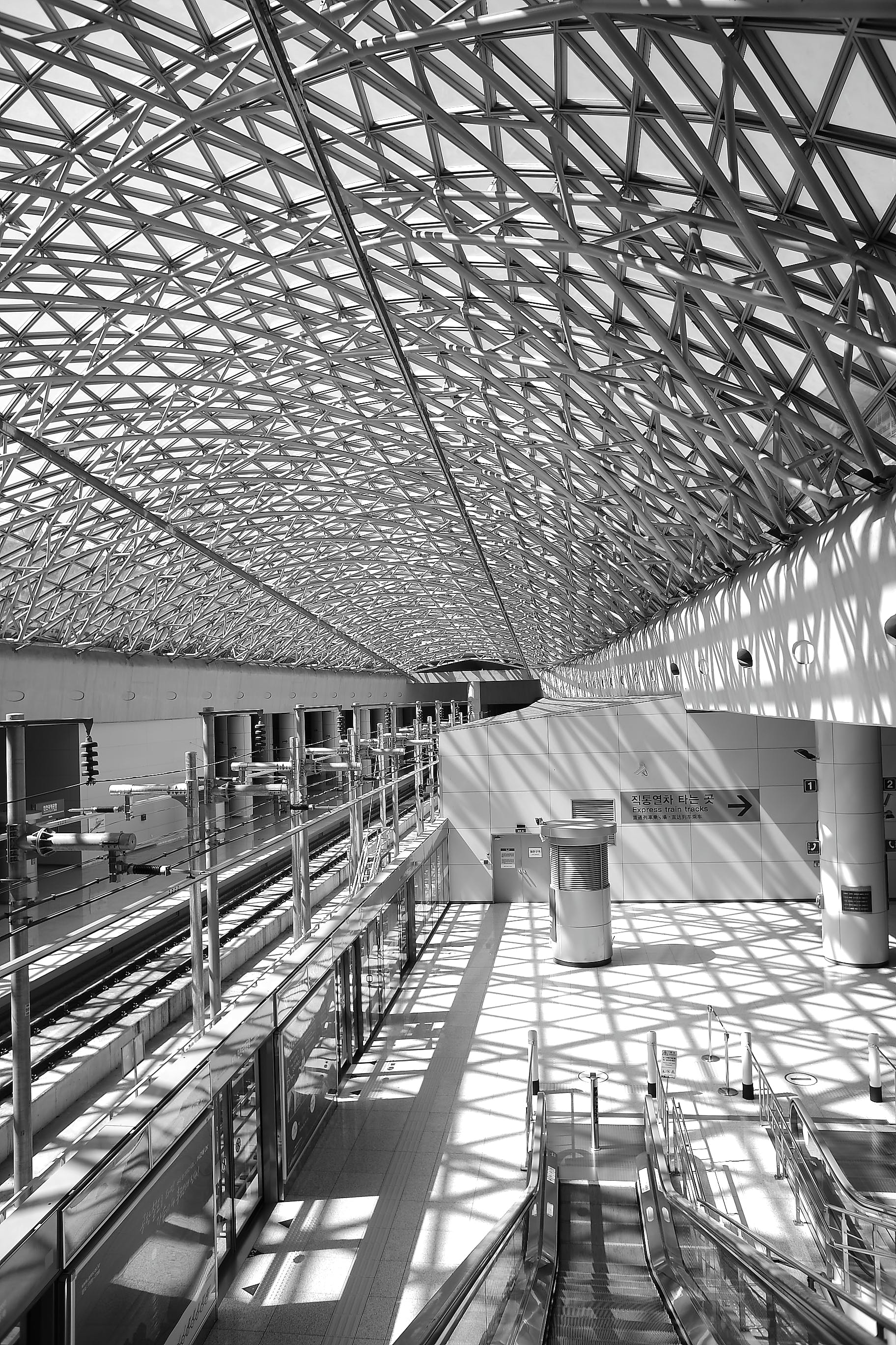 Grey Steel Frame Building Ceiling in Black and White Photograph during Daytime