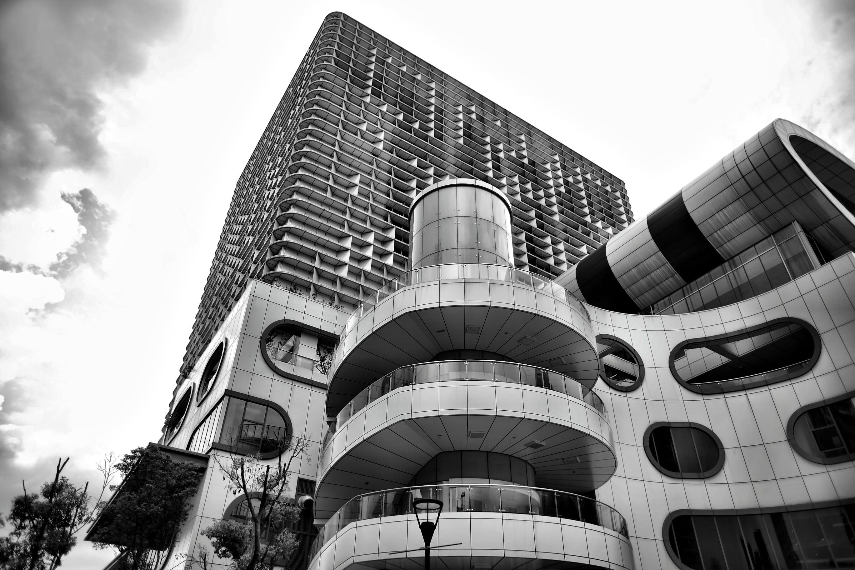 Kostenloses Stock Foto zu architektur, aufnahme von unten, hochhaus, perspektive