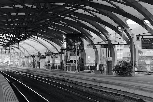 Ilmainen kuvapankkikuva tunnisteilla asema, harjoitella, junanrata, kaupunki