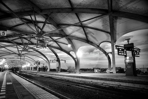 Fotobanka sbezplatnými fotkami na tému architektúra, čierny abiely, cvičiť, infraštruktúra