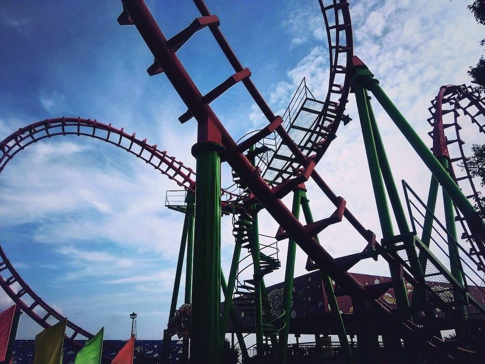 grand huit, montagnes russes, roller-coaster