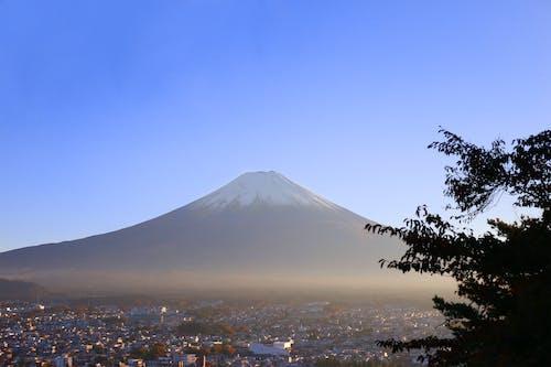 Gratis lagerfoto af bjerg, bjergkæde, blå himmel, himmel