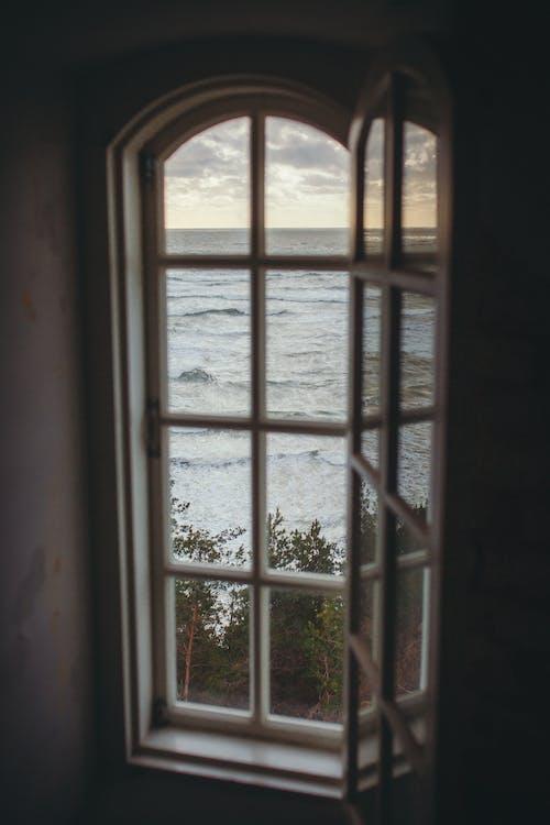 Безкоштовне стокове фото на тему «вид на океан, вода, горизонт, махати»