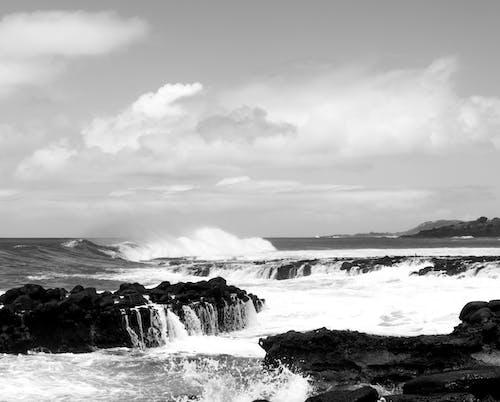 Ilmainen kuvapankkikuva tunnisteilla aallot, aallot murtuvat, hiekkaranta, kivet