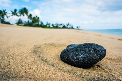 Ilmainen kuvapankkikuva tunnisteilla hiekka, kallio, kivi, meren äärellä