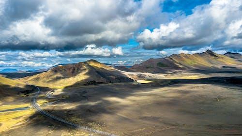 Безкоштовне стокове фото на тему «гірська місцевість, гори, дрон, з висоти польоту»