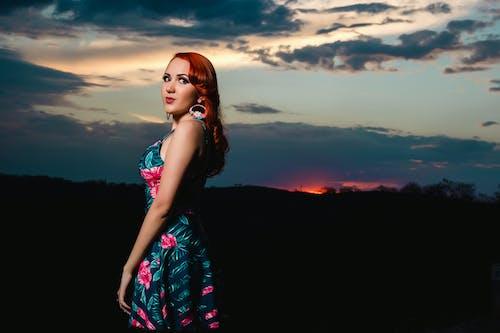 人, 光鮮亮麗, 天空, 女人 的 免費圖庫相片