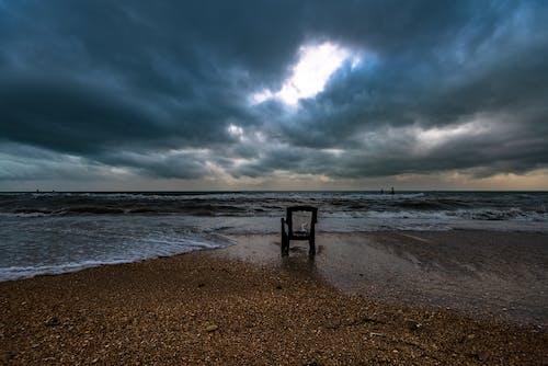Photos gratuites de bord de mer, chaise, ciel, couvert