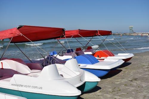 Бесплатное стоковое фото с берег океана, лето, лодка, море