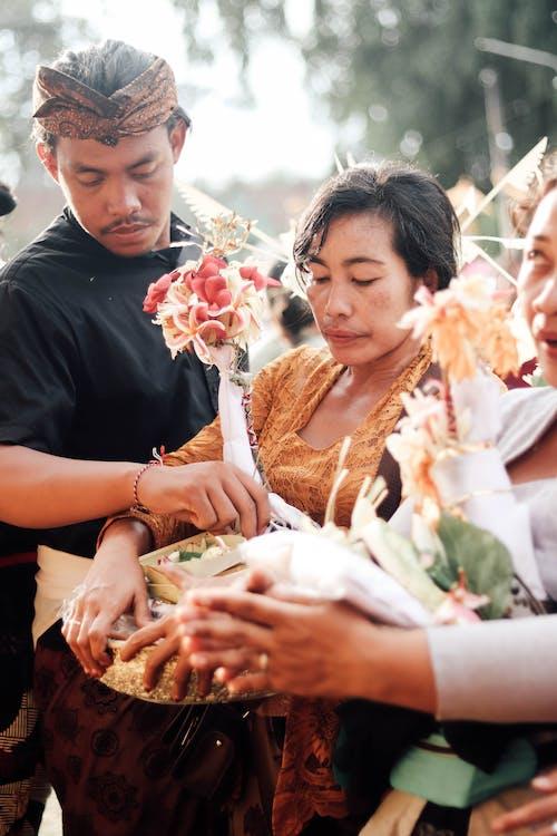 Foto profissional grátis de asiáticos, celebração, desgaste, expressão facial