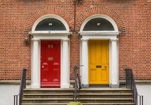 Kostnadsfri bild av arkitektur, dörrar, dublin, färgrik