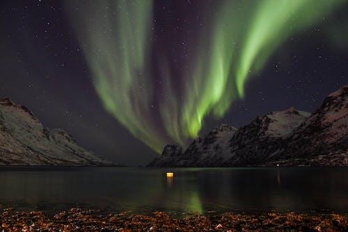 Immagine gratuita di aurora boreale, inverno, leggero, luce del nord