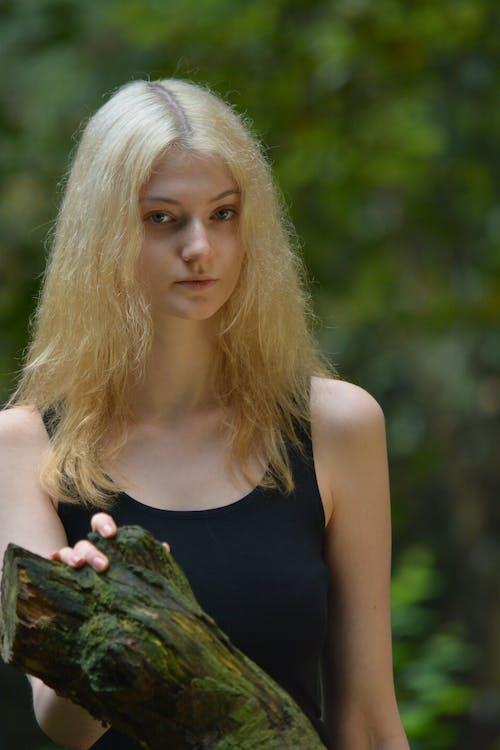 Foto profissional grátis de atraente, bonitinho, esbelto, floresta