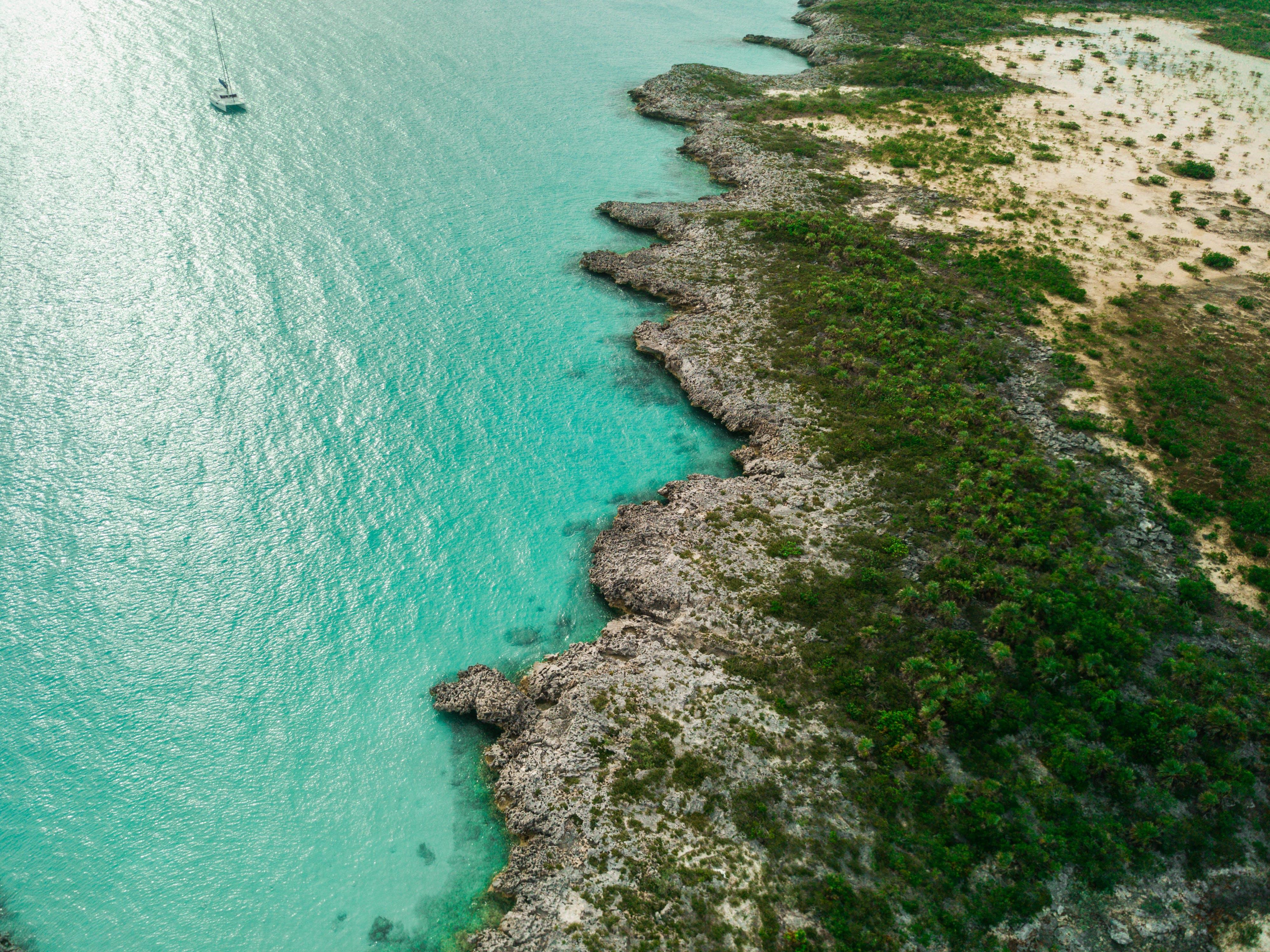 Δωρεάν στοκ φωτογραφιών με ακτή, αναψυχή, βράχια, γαλαζοπράσινος