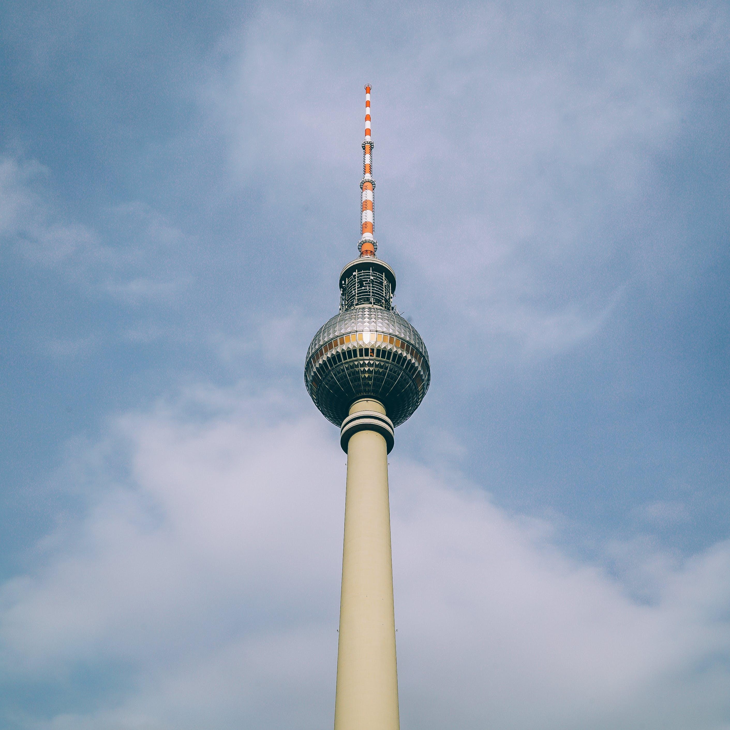 Ingyenes stockfotó acél, alacsony szögű felvétel, berlin, ég témában