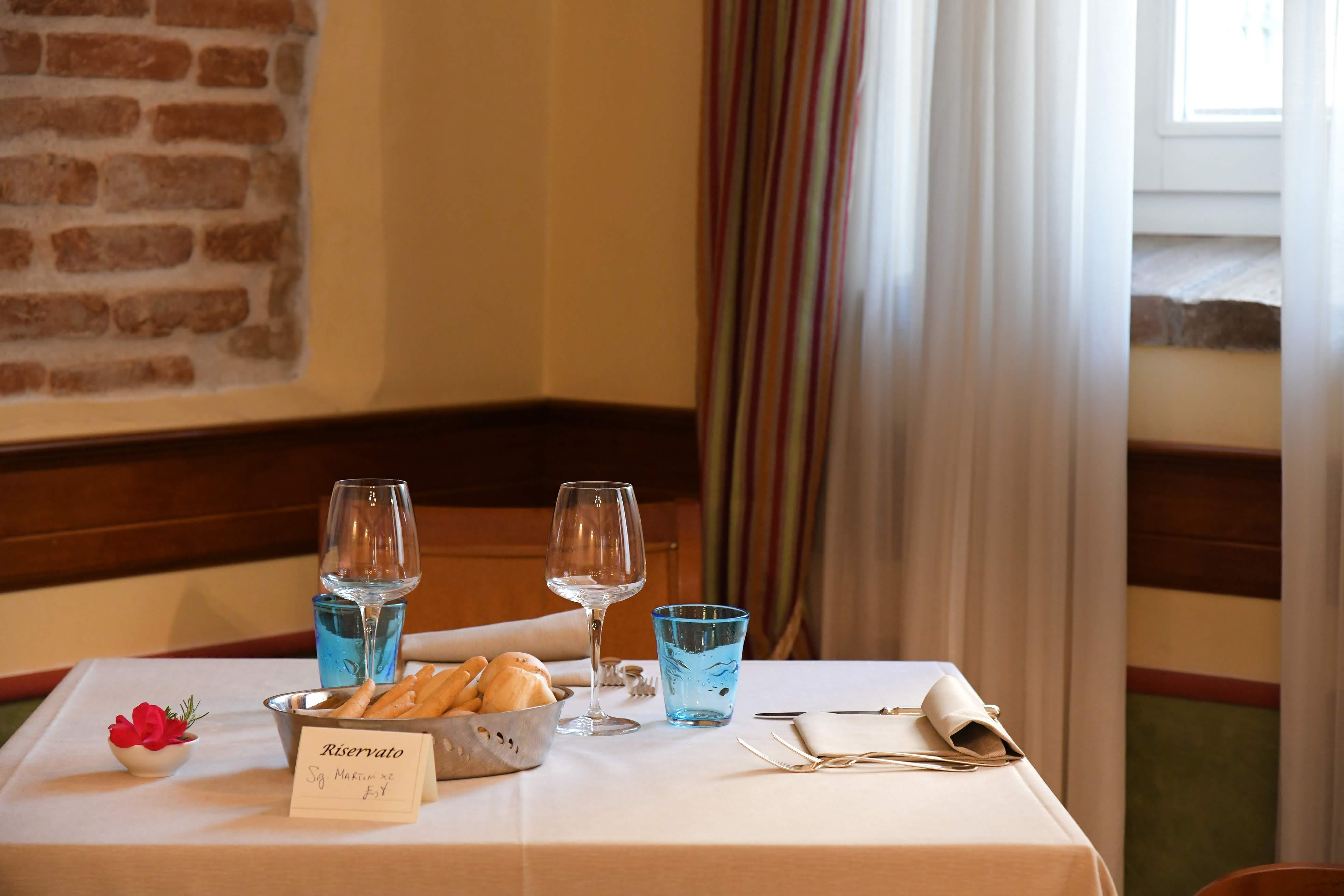 Clear Footed Glasses and Bread in Tray on Table Inside Room