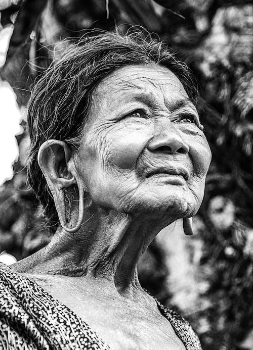Ingyenes stockfotó álló kép, fekete-fehér, idősek, nő témában
