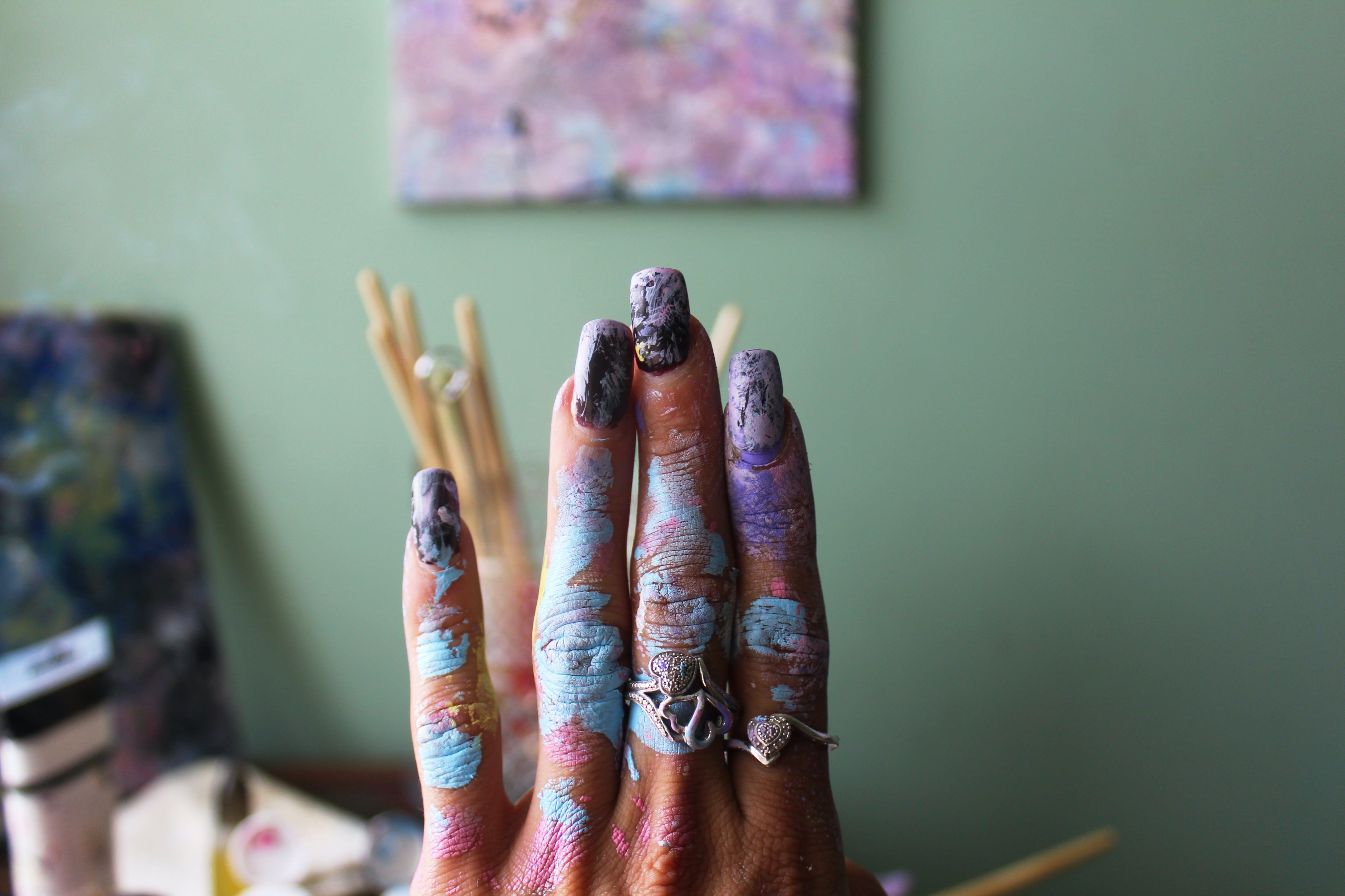 Gratis stockfoto met binnen, blurry achtergrond, close-up, gemanicuurde nagels