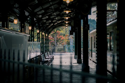 Photos gratuites de entraîner, gare, gare ferroviaire, transport public
