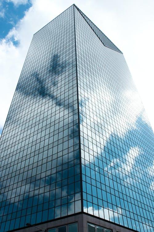 Foto profissional grátis de céu nublado, construção, exterior do edifício, nuvem