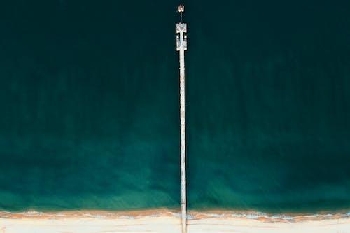 Foto d'estoc gratuïta de aigua, embarcador, llum del dia, mar