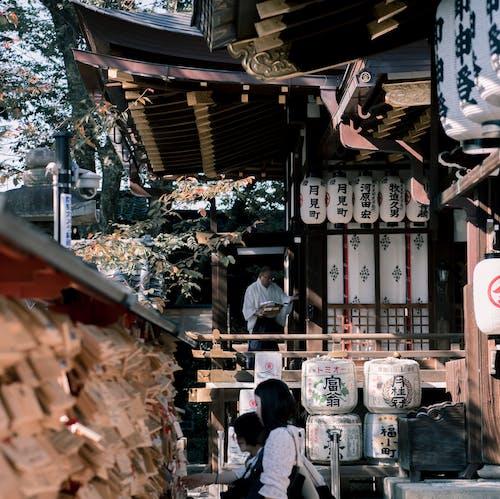 Kostenloses Stock Foto zu asiatischer mann, schrein, tageslicht, tempel