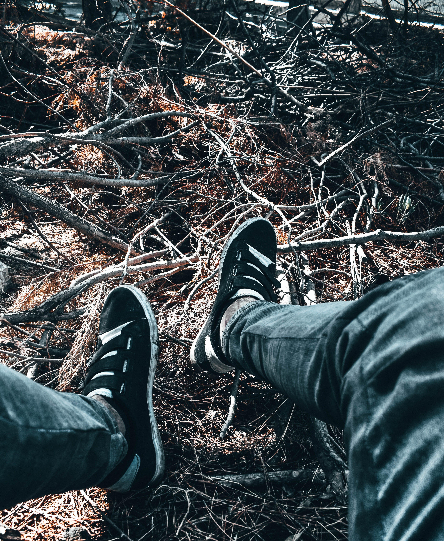 간, 다리, 사람, 스니커즈의 무료 스톡 사진