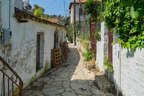 Δωρεάν στοκ φωτογραφιών με αρχιτεκτονική, βουκολικό μέρος, δρόμος, καλοκαίρι