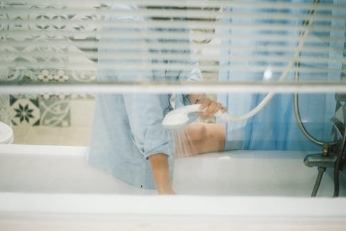 Foto profissional grátis de azul, banheira, box, branco