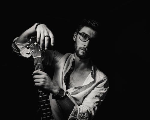 Kostnadsfri bild av fotografering, Framställ, gitarrist, man