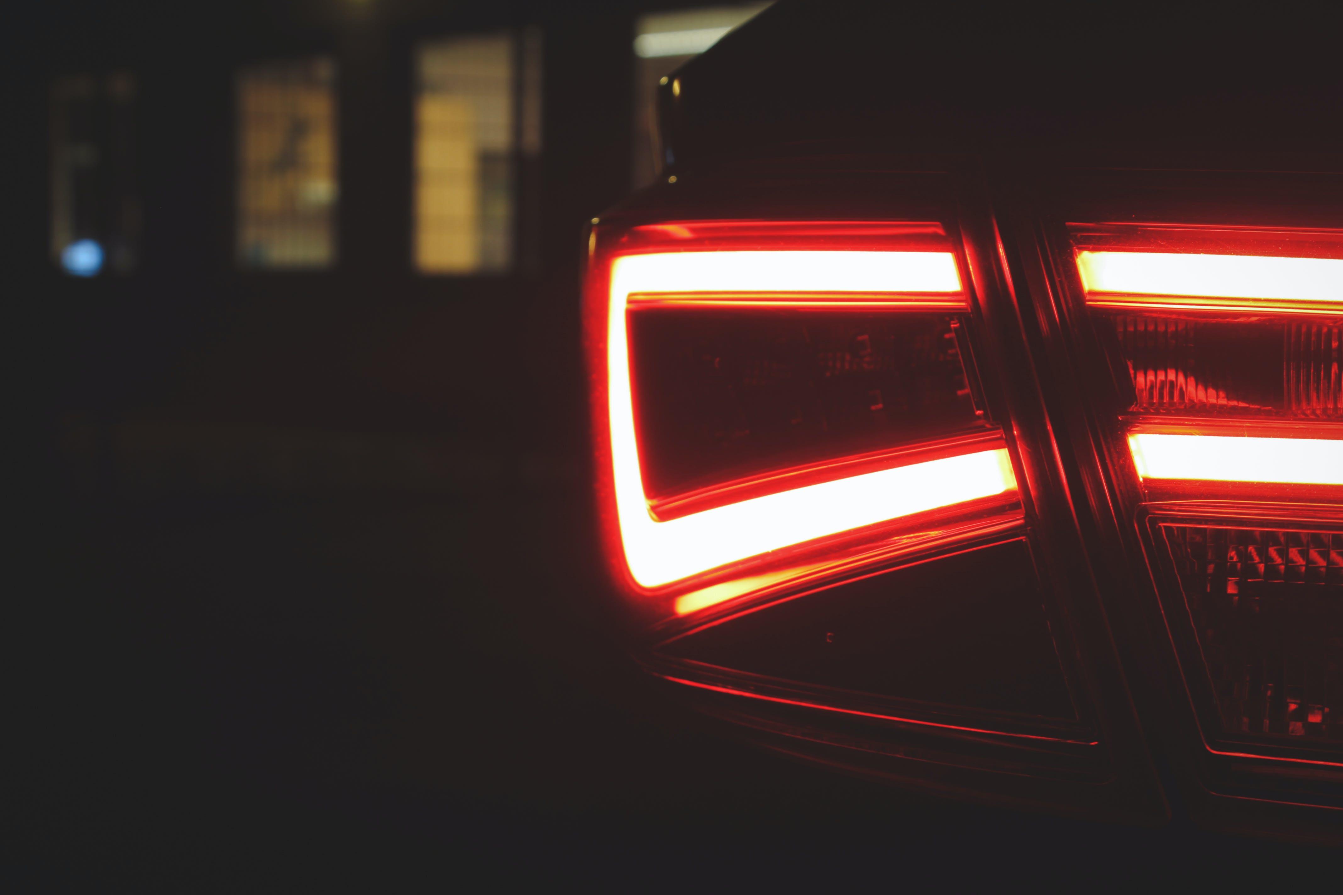 Kostenloses Stock Foto zu auto, back light, red light
