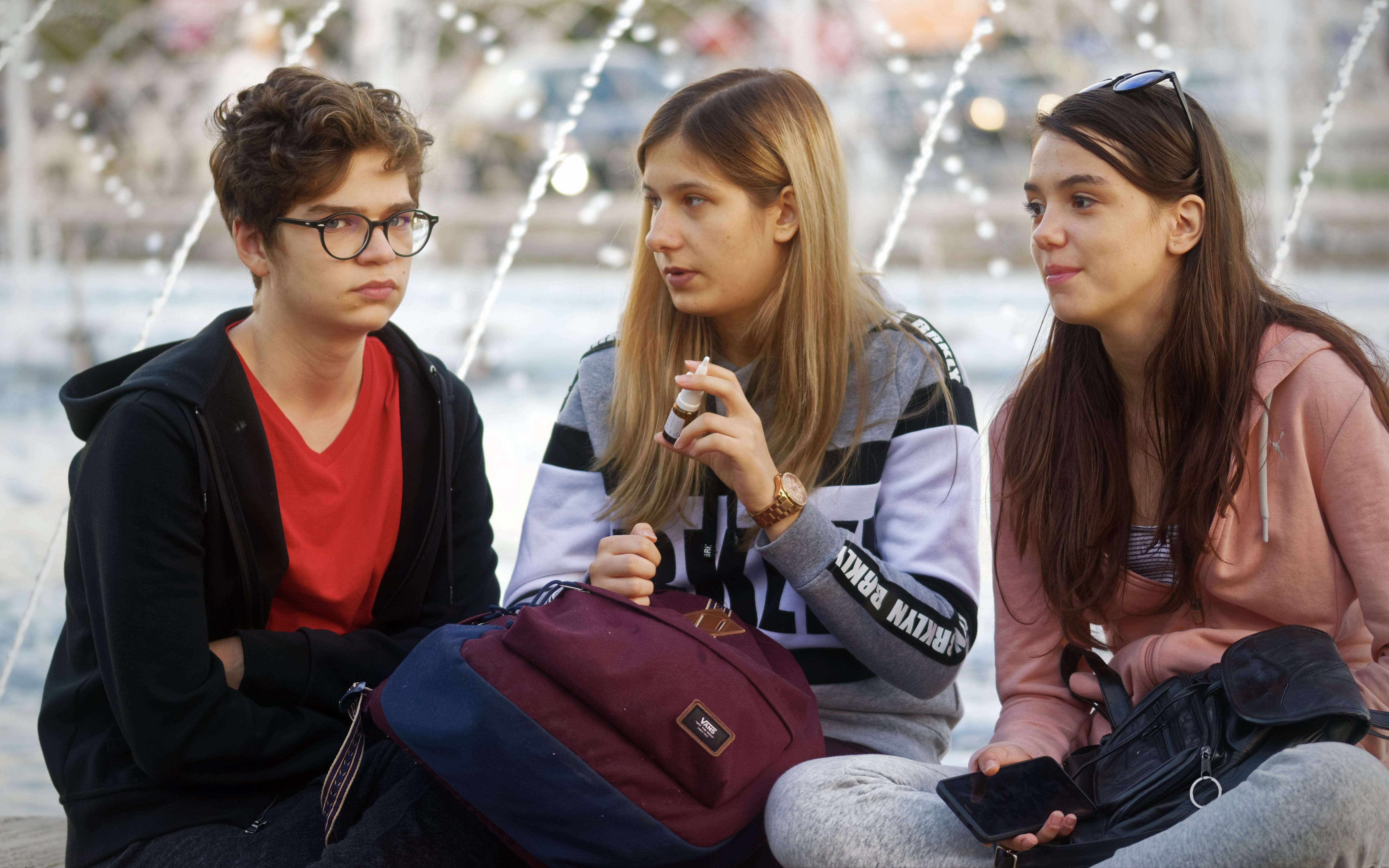 Free stock photo of group of teenagers sitting and talking