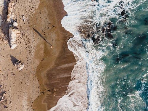 Gratis lagerfoto af bølger, dronefotografering, droneoptagelse, fugleperspektiv
