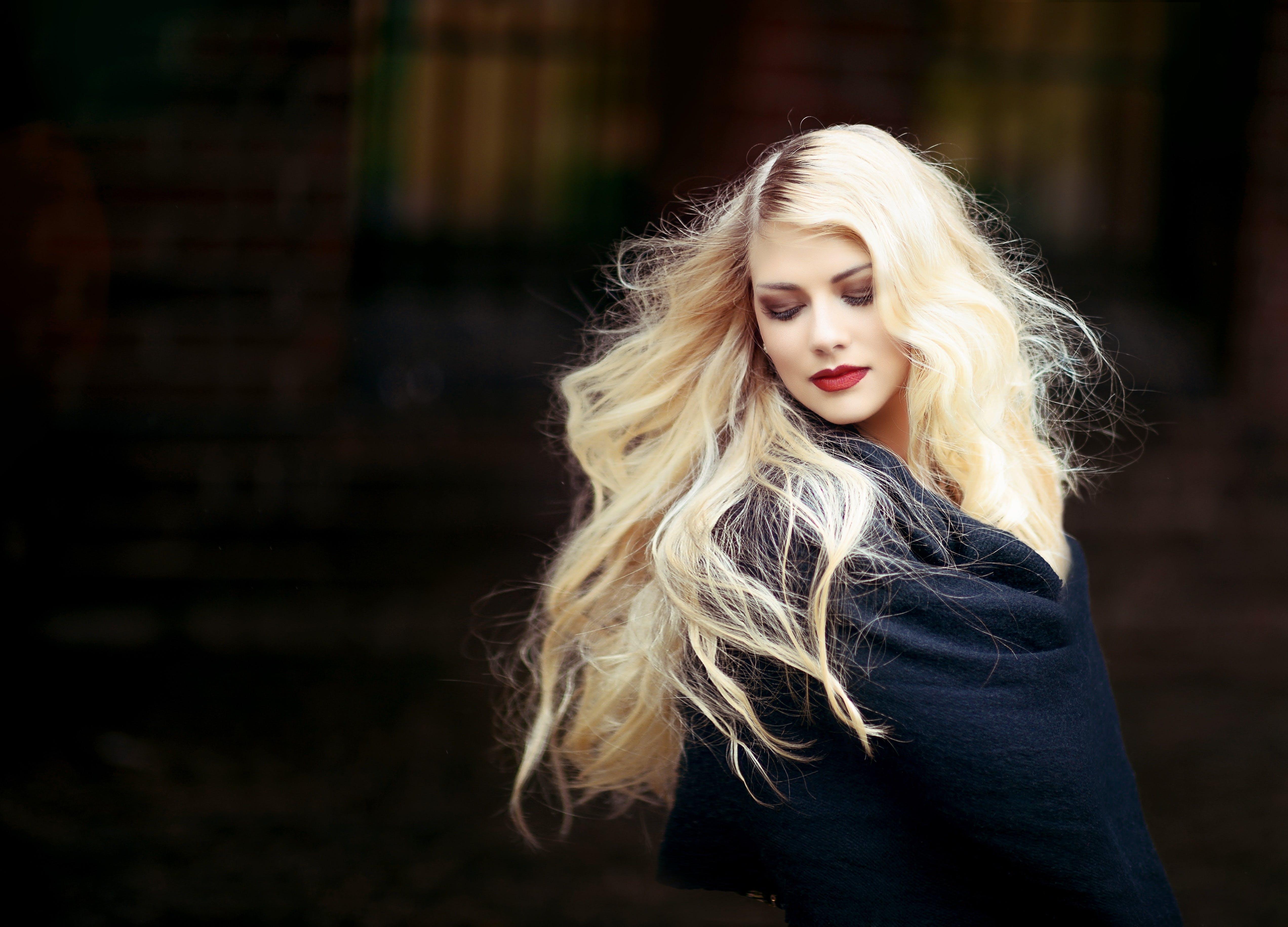 atrakcyjny, blond, blondyn