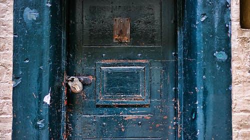 Kostenloses Stock Foto zu gefängnis, porte, tür, vorhängeschloss