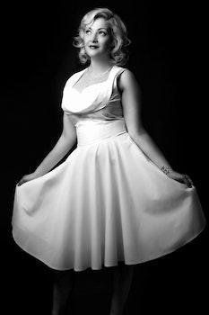 Women's White Scoop Neck Midi Dress