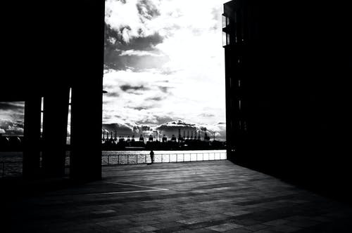 Základová fotografie zdarma na téma černobílá, hamburk, přístav, stupně šedi