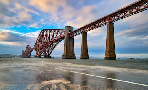赤い吊橋の構造写真