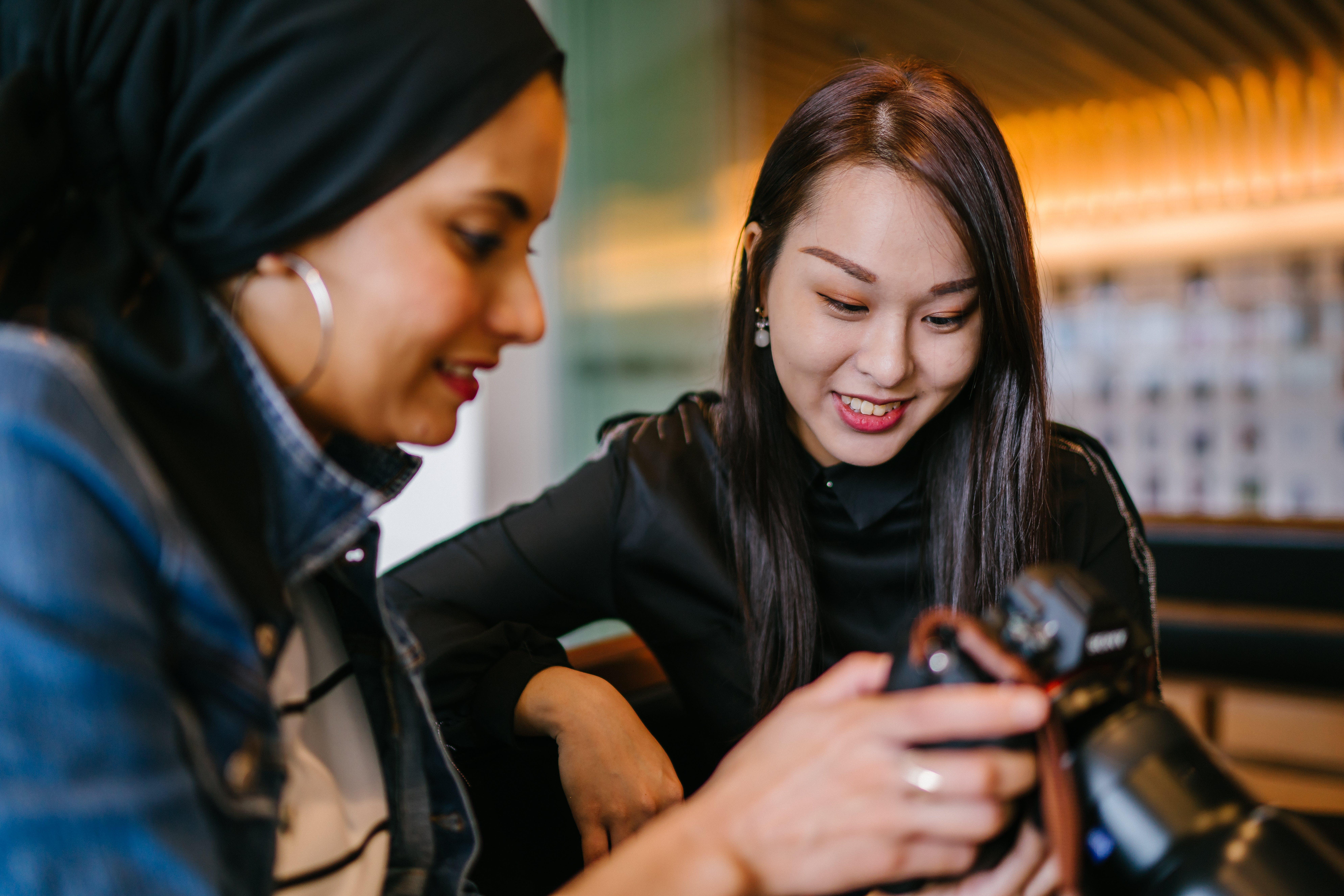 Kostenloses Stock Foto zu asiatin, asiatische frau, frauen, gucken