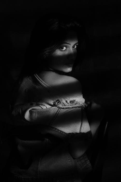 Fotobanka sbezplatnými fotkami na tému čierna a biela, čiernobiely, človek, dievča