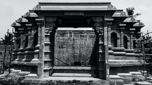 Gratis arkivbilde med eldgammel, forlatt, grå betong, gravsteiner
