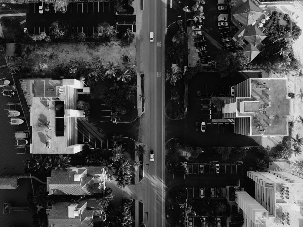 acoperișuri, alb-negru, autostradă
