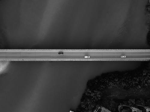 Widok Z Lotu Ptaka Na Most I Pojazdy