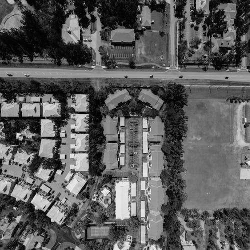 คลังภาพถ่ายฟรี ของ ขาวดำ, จากข้างบน, บ้าน, ภาพถ่ายทางอากาศ