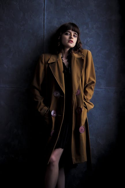Woman Wearingbrown Trench Coat - M&Co