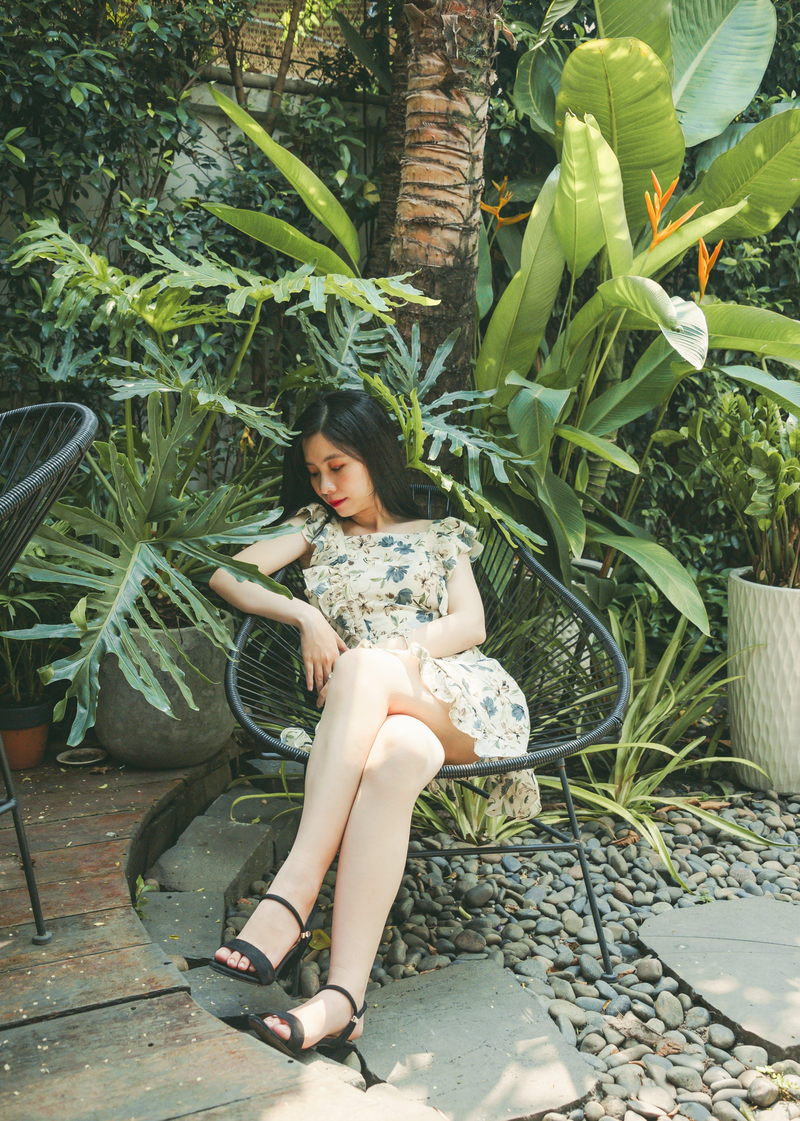 Darmowe zdjęcie z galerii z azjatka, azjatycka dziewczyna, czas wolny, drzewo