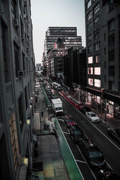 architectuur, auto's, binnenstad